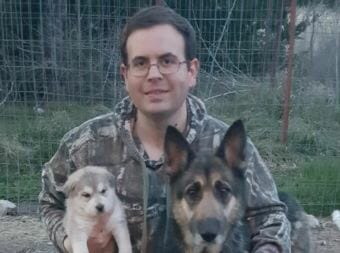 David Hunt of Paris, Texas with his dogs Tundra, left, and Rainy, named after Rainy Pass. Hunt follows the Iditarod with great attention every year, and now helps Danny Seavey manage the Fantasy Mushing website (Photo courtesy David Hunt)
