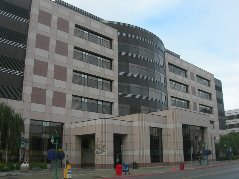 Constructed in 1996 beside the previous courthouse. Nesbitt Courthouse holds the trial courts for the City and Borough of Anchorage. (Creative Commons photo courtesy Jimmy Emerson)
