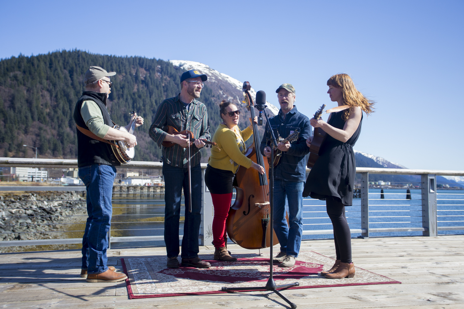 Video: Red Carpet Concert with Foghorn Stringband