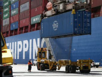 A shipping container is offloaded from the Hong Kong-based ship in Oakland, Calif., last month. (Photo by Justin Sullivan/Getty Images)