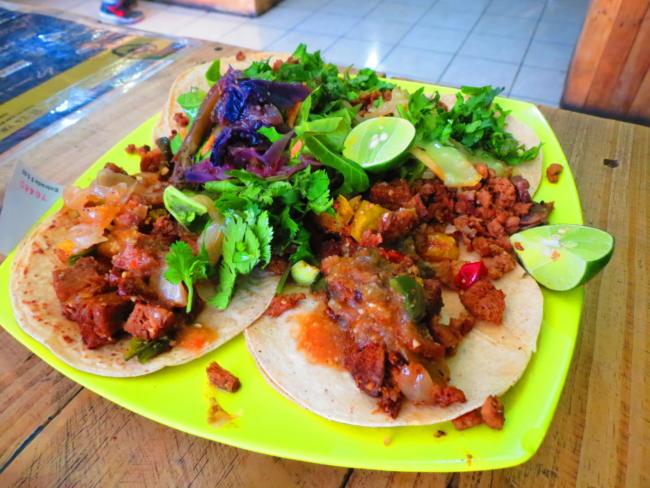 Tacos veganos de Avocado Punk (Taquería vegana), en Aguascalientes. (Creative Commons photo by Luis Alvas)
