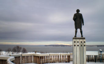 The statue of Captain James Cook at Resolution Park in Anchorage, Alaska. (Photo courtesy James Brooks/Flickr)