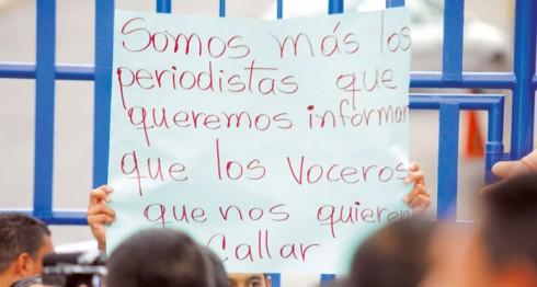 Antes de 2006, el gremio periodístico era solidario ante los abusos a los colegas, pero desde 2007 a la fecha, son pocos medios los que denuncian los abusos a los periodistas. La Prensa/ Archivo.