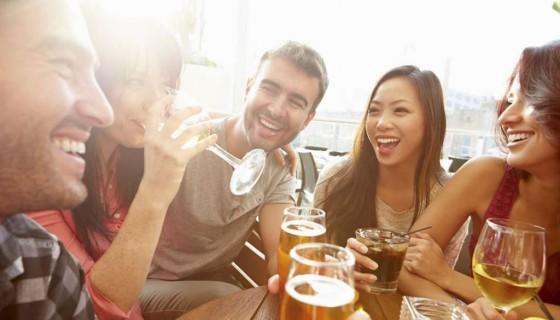 cervezas, amigos, fiestas