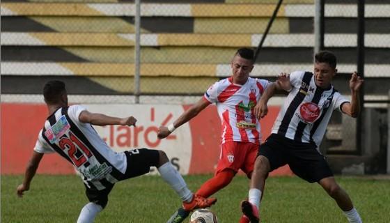 Carlos Chavarría marcó un gol desde 23 metros de distancia para igualar el encuentro con el Diriangén. Foto: LA PRENSA/ JADER FLORES
