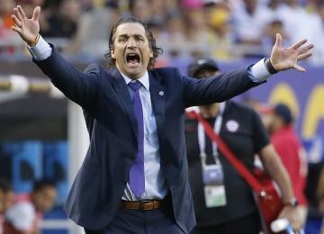 El argentino Juan Antonio Pizzi guio a la final de la copa a Chile. LA PRENSA/ AP/ Charles Rex Arbogast