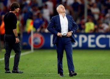 Didier Deschamps festeja la clasificación. LAPRENSA/EFE