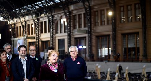 """Michelle Bachelet aseguró que en Chile """"hay una crisis de desconfianza pero no una crisis de institucionalidad"""" como declaró hace algunos días el expresidente Ricardo Lagos (2000-2006). LA PRENSA/EFE/SEBASTIÁN RODRÍGUEZ"""