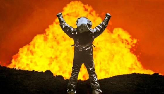 Cossman podía asomarse al cráter Marum por rondas de 15 segundos para no exponer el material del traje. LA PRENSA/Fotografía: Vimeo oficial de Sam Cossman.