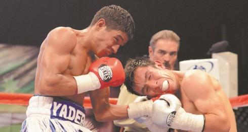 Yader Cardoza (izquierda) tiene ahora frente a sus narices la oportunidad de colgarse el título Internacional de las 115 libras de la AMB. LAPRENSA/ARCHIVO