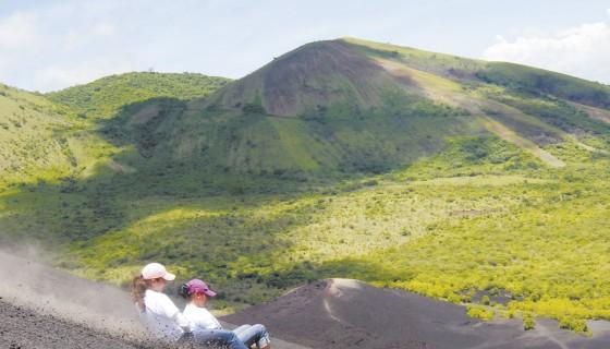 volcano boarding, cerro negro, sandboarding, turismo volcánico, Nicaragua, turismo en nicaragua, Volcanes de Nicaragua