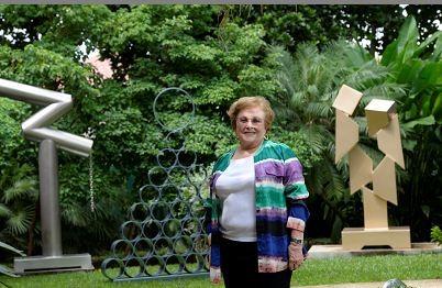 La artista Ilse Ortíz de Manzanares muestra sus recientes esculturas de círculos y geometrías, las que exhibirá en una muestra de esculturas y pinturas a inicio del 2017.LAPRENSA/Roberto Fonseca