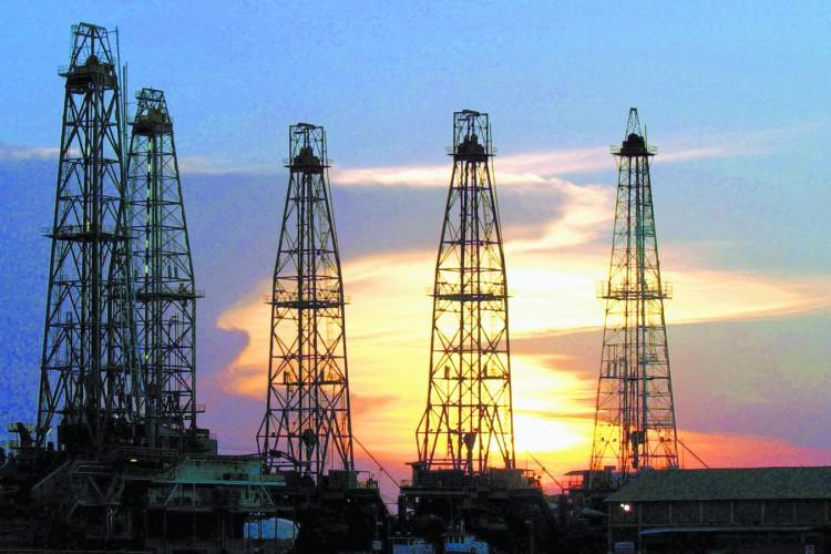 Resultado de imagen para foto de torres de petroleo en mexico