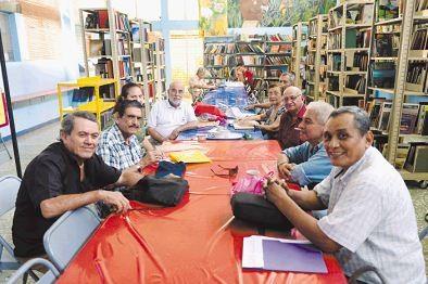 Escritores reunidos en la Biblioteca Alemana Nicaragüense anuncian una nueva edición del Festival de Poesía Rubén Darío del Adulto Mayor. LAPRENSA/MANUEL ESQUIVEL