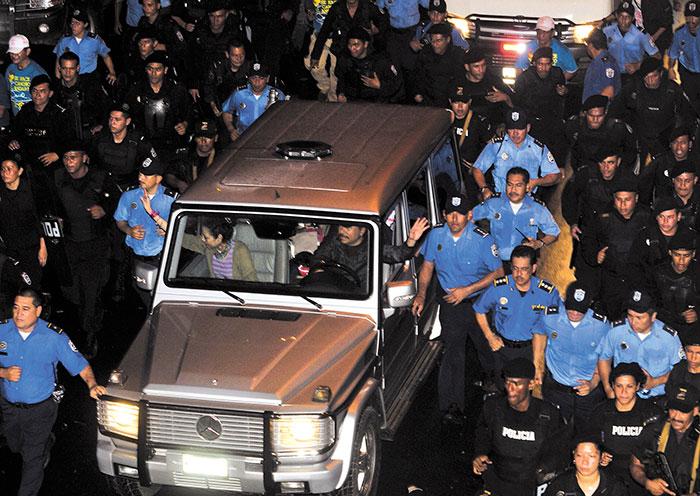 Daniel Ortega ha sido criticado por el exagerado despliegue de seguridad con el que se moviliza. En la foto, durante el Repliegue del 2011. LA PRENSA/G. FLORES