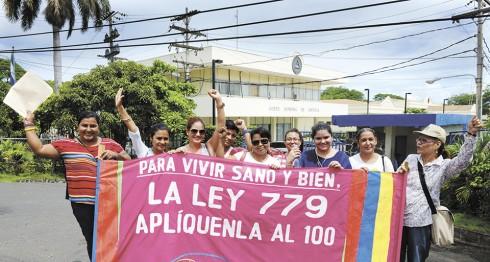 Managua 24 de Sept del 2014. Movimiento Feminista de Nicaragua en la corte introducen escrito contra la reforma a ley 779. LA PRENSA /Uriel Molina