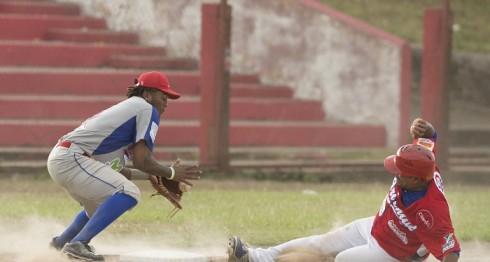 El Bóer y el Oriental disputan el último puesto en la postemporada de la Liga de Beisbol Profesional Nacional, con el equipo de Managua con un pie dentro de la siguiente etapa. LA PRENSA/URIEL MOLINA