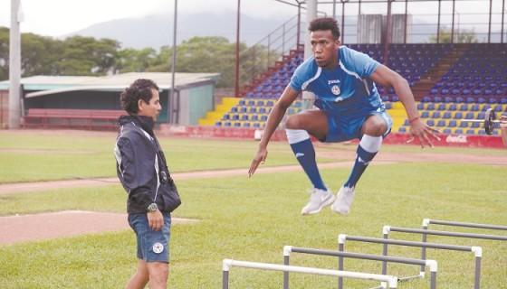 Cyril Errington, quien juega en la Primera División de El Salvador, está en la lista de 25 de la Selección Nicaragüense de Futbol. LA PRENSA/Lissa Villagra