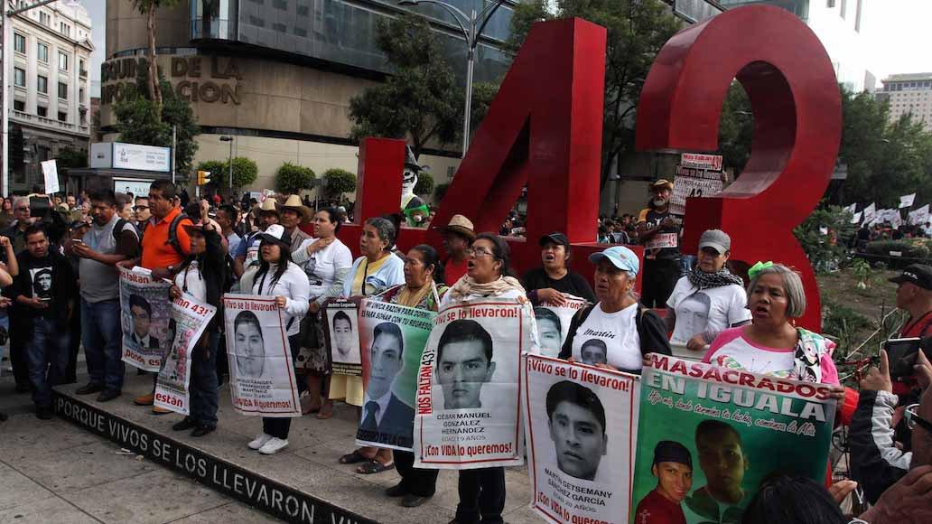 43 normalistas ayotzinapa.jpg