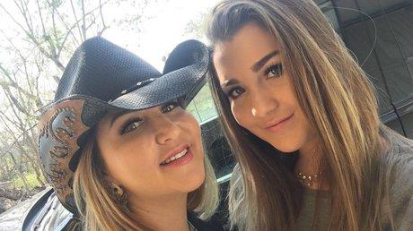 Alicia Villarreal Y su hija.jpg