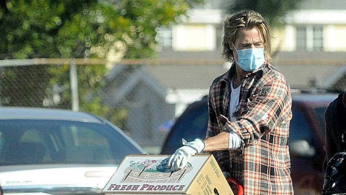 La Saga   Brad Pitt ayuda en la pandemia repartiendo comida