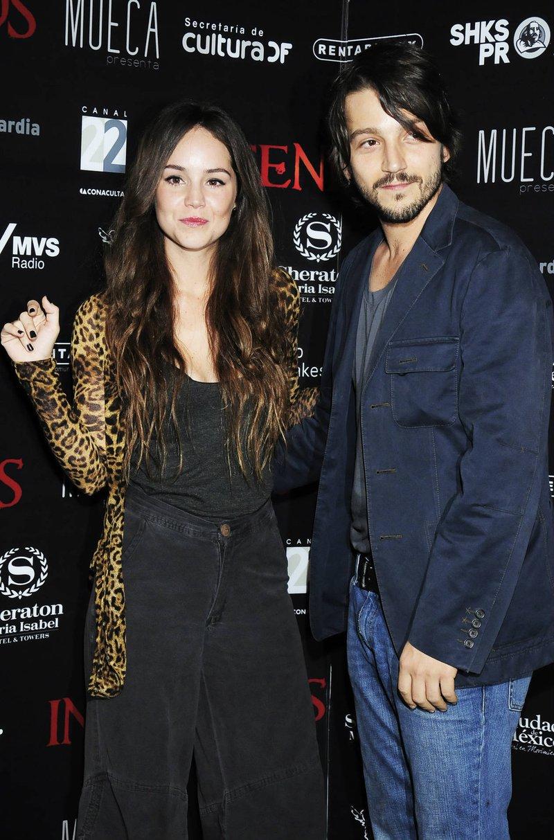 Camila Sodi con Diego Luna.jpg