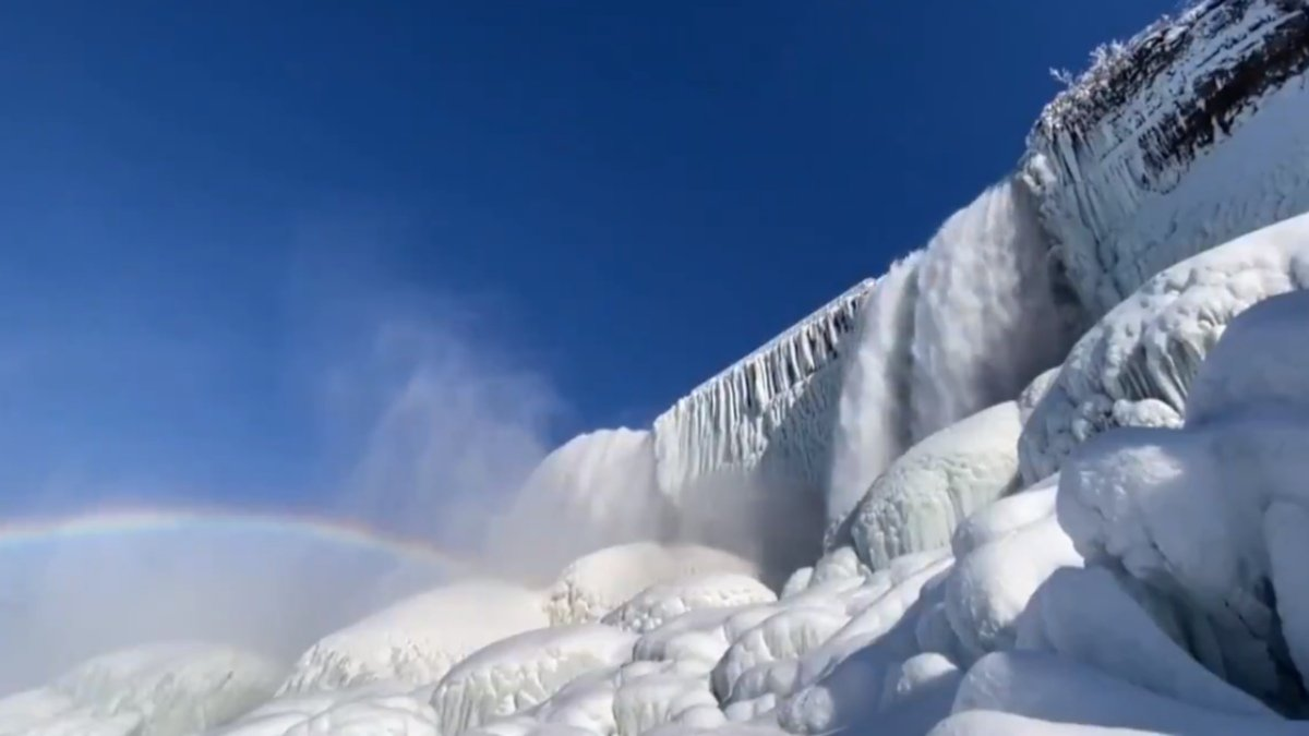 Cataratas del Niágara congeladas.jpg