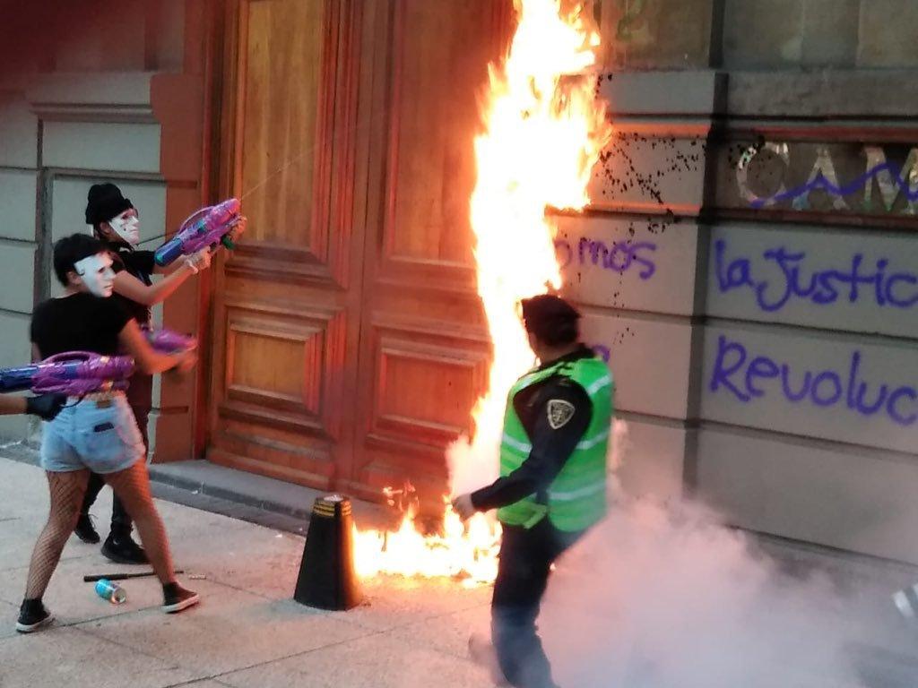 Los_cuatro_Molotov.jpg