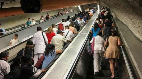 Escaleras metro.jpg