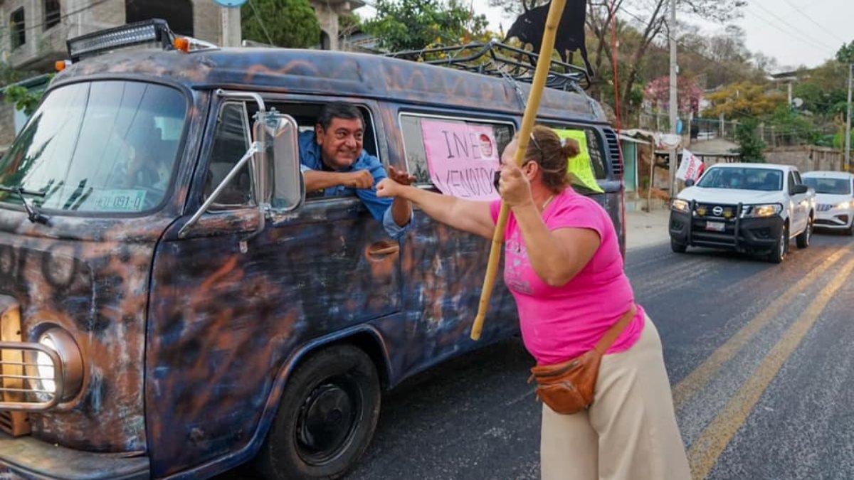 Parte de Acapulco hacia CDMX caravana de apoyo a Salgado Macedonio