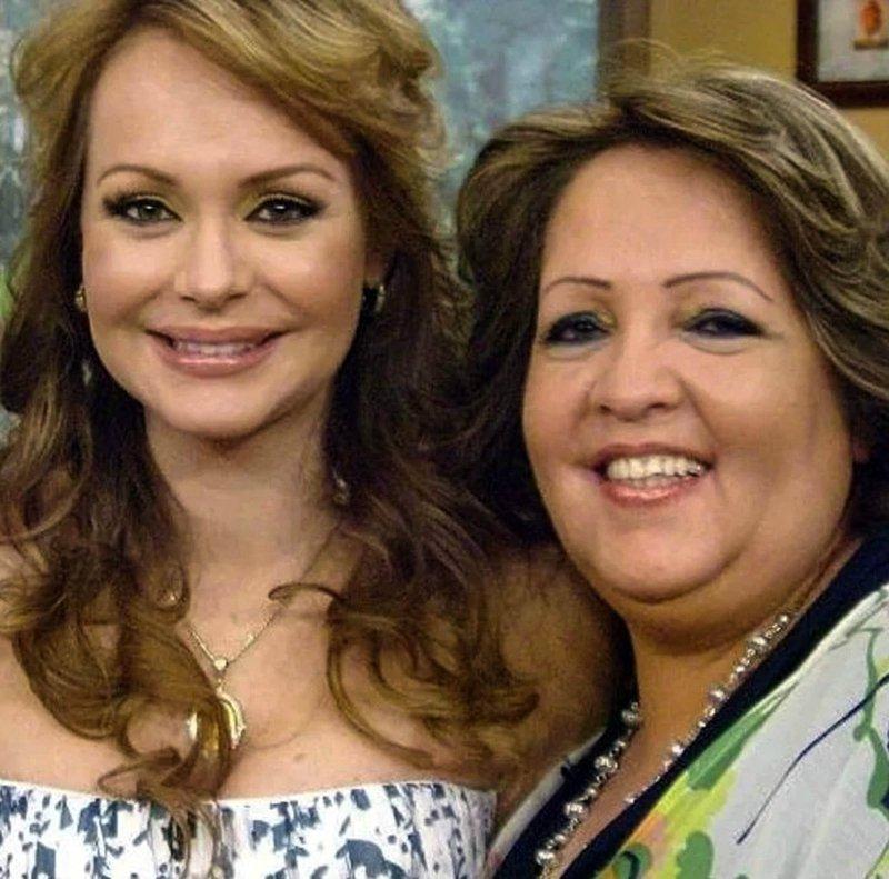 Gabriela Spanic con madre.jpg