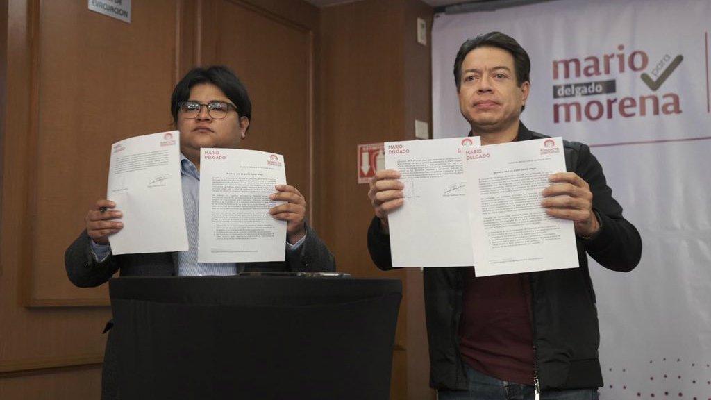 Gibrán Ramírez y Mario Delgado firma.jpg