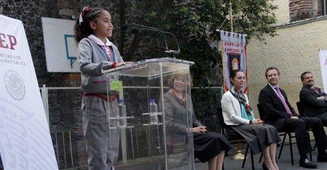 Pantalón en escuelas sólo para niñas