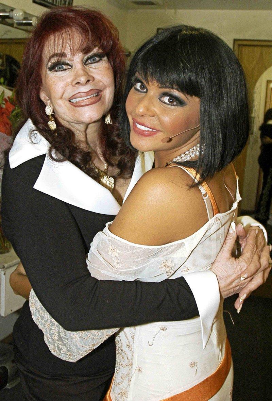 Itati Cantoral con madre .jpg