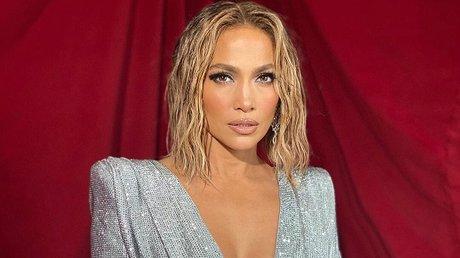 Jennifer Lopez mensaje en español AMAs.jpg