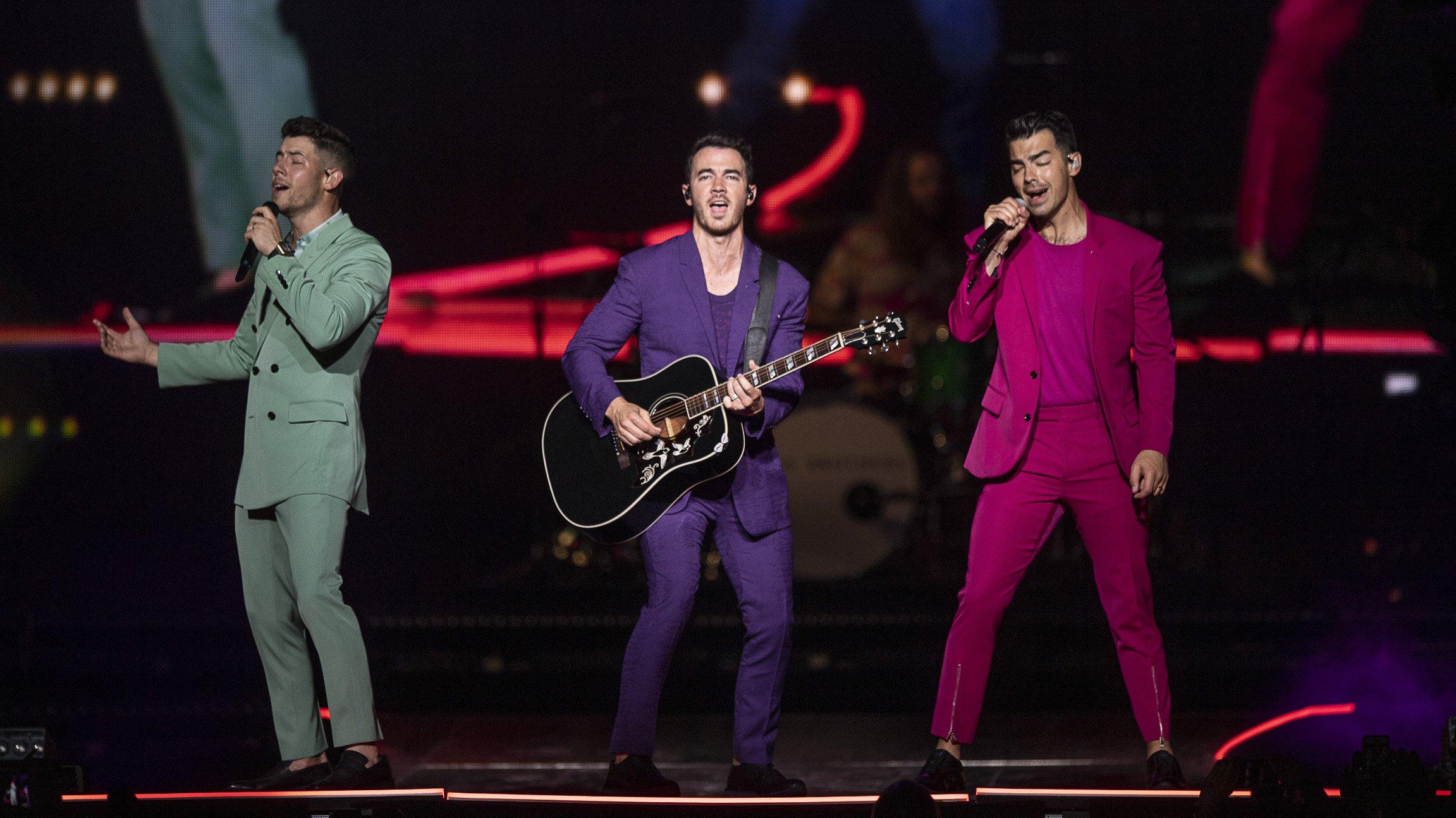 Jonas Brothers-006.jpg