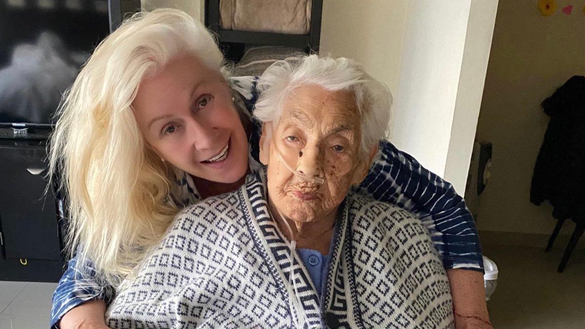Laura Zapata abuelita asilo.jpg