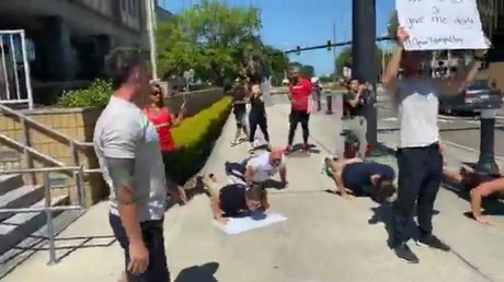 Manifestanteslagartijas.jpg