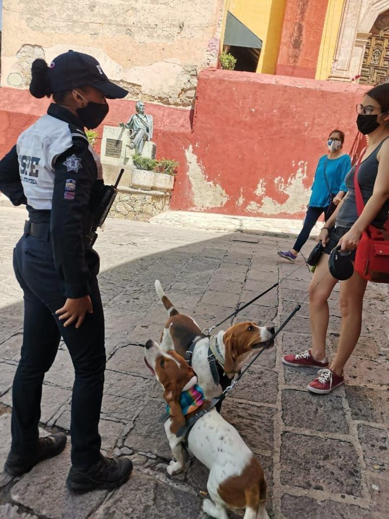 Policía Turística gro..jpg