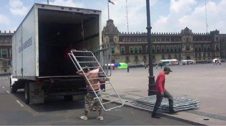 Quitan vallas Zócalo.jpg