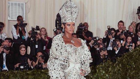 RihannaMETGALA.jpg
