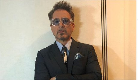 Robert-Downey-Jr.-en-Instagram-%E2%80%9Cflashbackfriday-already-%40avengers-press-tour-2019-TeamStark-hair-%40davynewkirk-style-%40jea.jpg