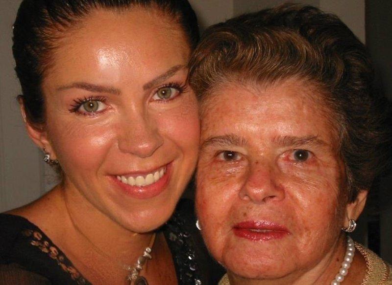 Rocio Sanchez Azuara con madre.jpg