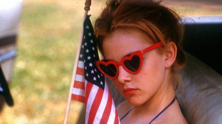 Sunglasses-red-heart-shaped-Dolores-Haze-Sue-Lyon-Lolita-movie.jpg