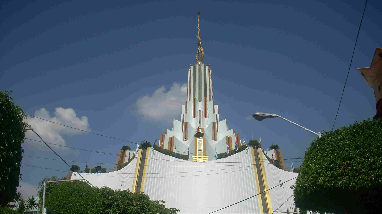 Templo_La_Luz_de_Mundo1.jpg