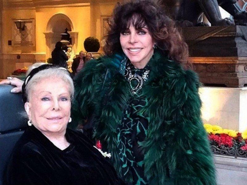 Veronica Castro con madre.jpg