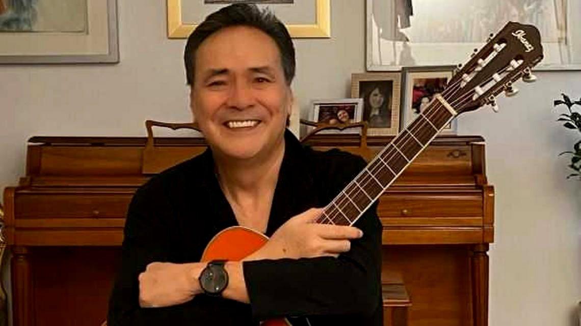 Yoshio cantante.jpg