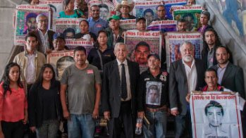 amlo ayuda ayotzinapa.jpg