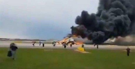 avion-incendio-rusia-heridos552019nota3.jpg
