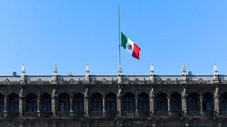 bandera izada mediastaPN.jpg